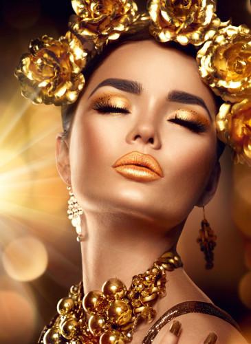 Vrouw gouden gloed